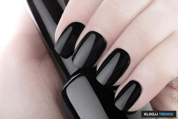 Simple and Classic Look for Your Nails This Fall
